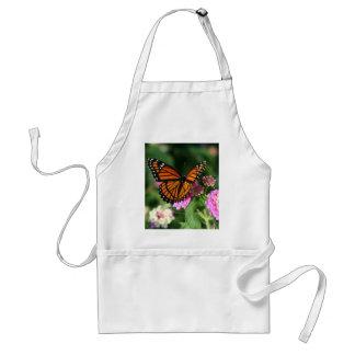 Papillon de monarque sur la fleur de Lantana Tablier