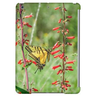 Papillon et fleurs sauvages de machaon de tigre