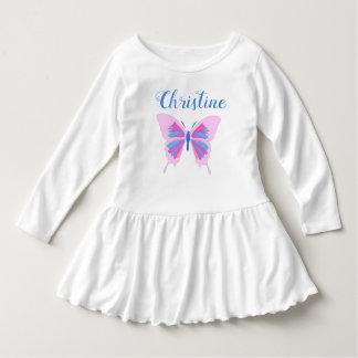 Papillon et le nom, robe blanche
