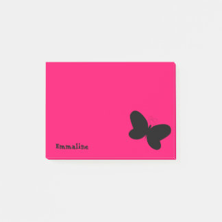 Papillon personnalisé sur la note de post-it rose