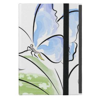 Papillon se reposant sur l'herbe au-dessus du étui iPad mini