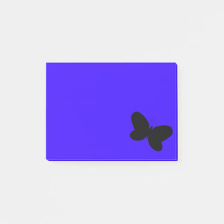Papillon sur la note de post-it bleue