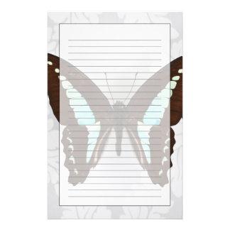 Papillon sur l'arrière - plan de papier peint papeterie