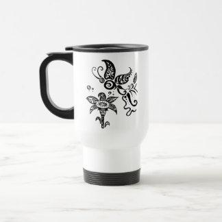 Papillon tribal noir et blanc mug de voyage