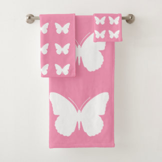 Papillons blancs sur le rose heureux