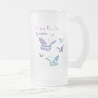Papillons de danse, grand-maman de joyeux frosted glass beer mug