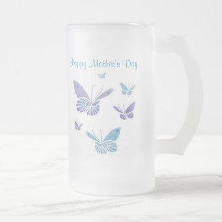 Papillons de danse, le jour de mère heureux frosted glass beer mug