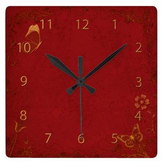 Papillons élégants de cru de rouge et d'or horloges