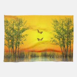 Papillons par coucher du soleil - 3D rendent Serviette Pour Les Mains