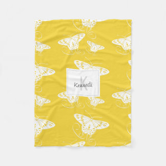 Papillons simples blancs audacieux sur le jaune