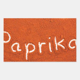 Paprika de mot écrit dans la poudre de paprika sticker rectangulaire
