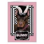 Pâques - un certain lapin vous aime - dobermann carte de vœux