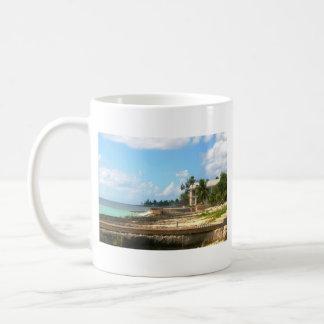 Par l'océan mug