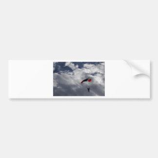Parachute blanc et bleu rouge avec des nuages adhésifs pour voiture