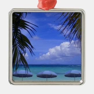 parapluies sur la plage, St Maarten, des Caraïbes Ornement Carré Argenté