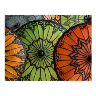 parasols à vendre, bagan, myanmar carte postale