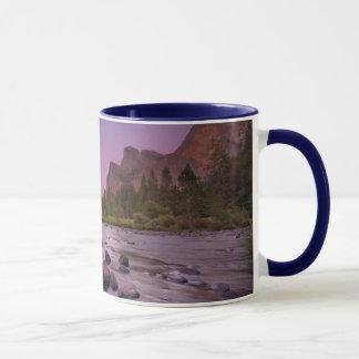 Parc national de Yosemite au crépuscule Mug