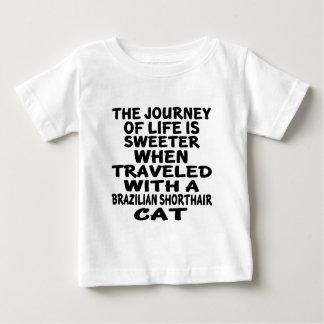 Parcouru avec le chat de Shorthair de Brésilien T-shirt Pour Bébé