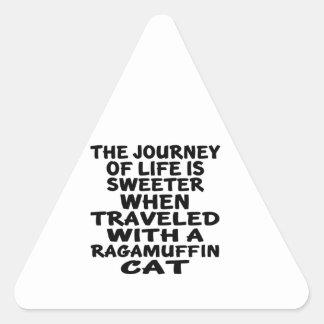 Parcouru avec le chat de va-nu-pieds sticker triangulaire