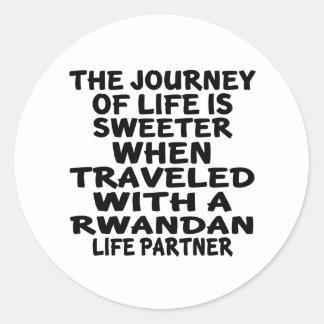 Parcouru avec un associé rwandais de la vie sticker rond