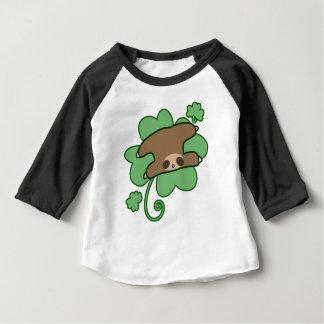 Paresse chanceuse de trèfle t-shirt pour bébé