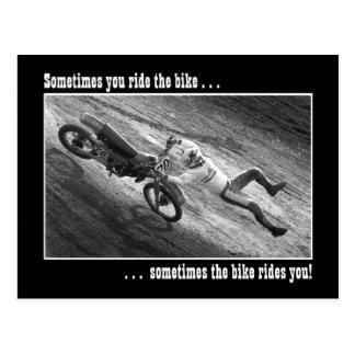 Parfois vous montez le vélo… carte postale