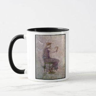 Parfum se renversant de femme dans une fiole mug