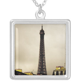 Paris, Tour Eiffel. 2 Pendentif Carré