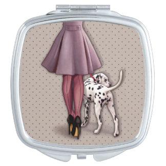 Parisienne et son dalmatien en promenade miroirs compacts
