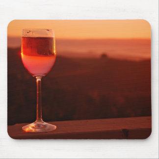 Partie d'échantillon de vin de coucher du soleil tapis de souris