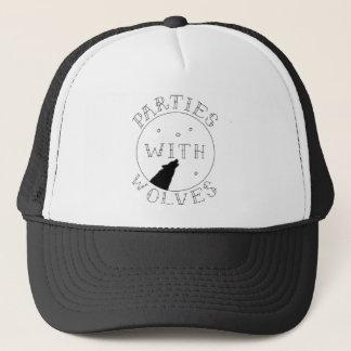 Parties avec le casquette de camionneur de loups