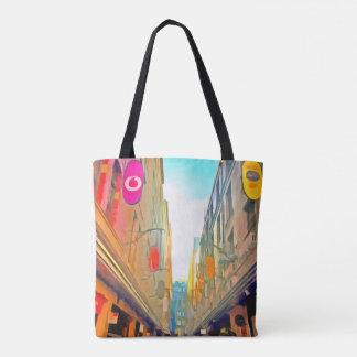 Passage entre les bâtiments colorés sac