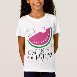 Pastèque une dans un T-shirt de melon