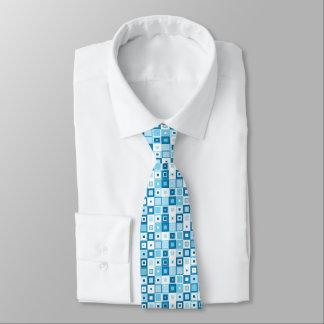Patchwork bleu et blanc des formes géométriques cravate