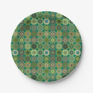 Patchwork vintage avec les éléments floraux de assiettes en papier