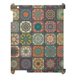 Patchwork vintage avec les éléments floraux de coque iPad