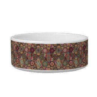 Patchwork vintage avec les éléments floraux de écuelle