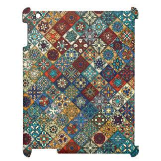 Patchwork vintage avec les éléments floraux de étui iPad