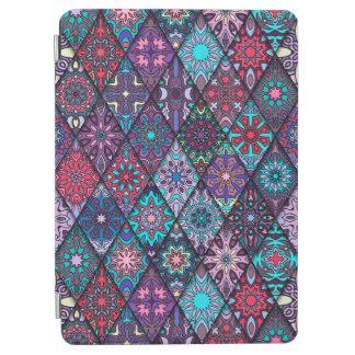 Patchwork vintage avec les éléments floraux de protection iPad air