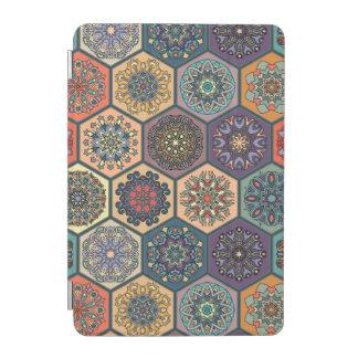Patchwork vintage avec les éléments floraux de protection iPad mini