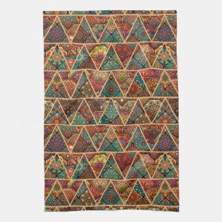 Patchwork vintage avec les éléments floraux de serviettes éponge