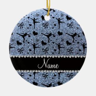 Patinage artistique bleu en pastel nommé fait sur ornement rond en céramique