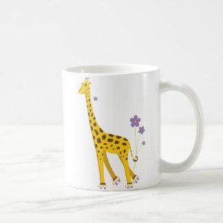 Patinage de rouleau drôle de girafe mug