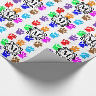 Pattes de chien d'éclaboussure d'encre avec le papier cadeau