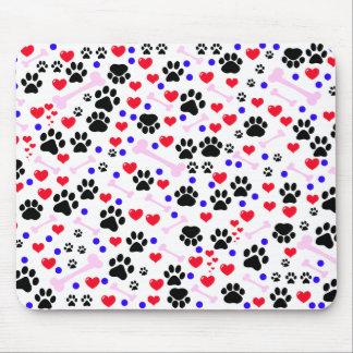 Pattes de chien, os, points, coeurs - bleu rose tapis de souris