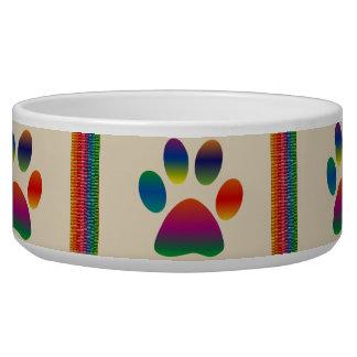 Pattes et cuvette multicolores d'animal familier écuelle pour chien