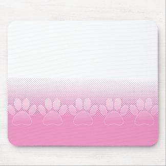 Pattes roses et blanches avec l'arrière - plan de tapis de souris