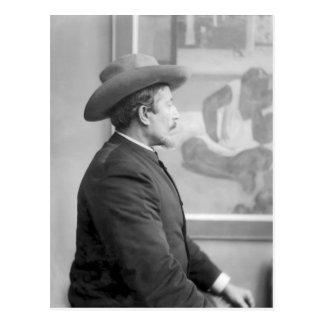 Paul Gauguin devant ses toiles Carte Postale