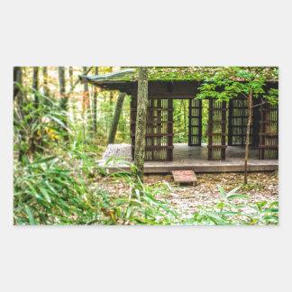 Pavillon japonais dans la forêt autocollants rectangulaires