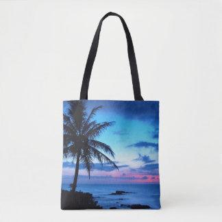Paysage bleu de coucher du soleil d'île de rose tote bag